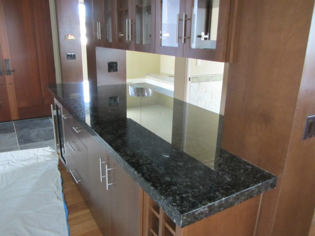 This Pantry Countertop Was Topped With Emerald Green Granite, Which Fully  Wraps Both Pillars On Three Sides